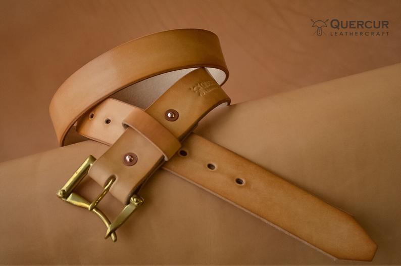 cinturón hecho a mano de cuero