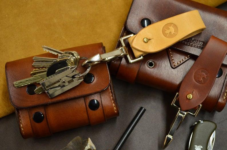 cuelgallaves de cuero hecho a mano marrón claro