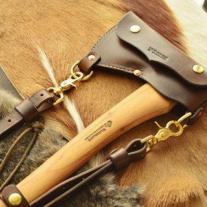 funda de cuero artesanal hacha