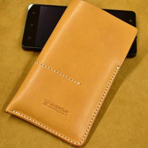 funda de cuero para smartphone hecha a mano