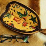 funda piel gafas detalle