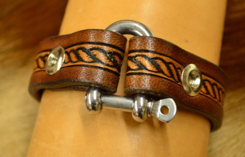 pulsera de cuero marrón