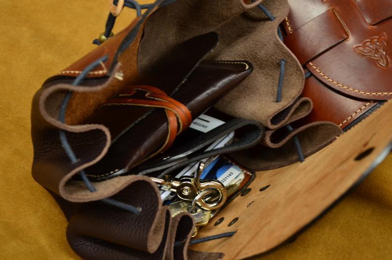 bolso de cadera cuero marrón interior