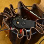 bolso judas de cuero artesanal negro interior