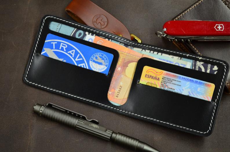 cartera de cuero con forro interior alexander henry detalle