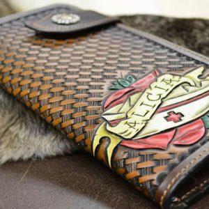 cartera de cuero repujado personalizada