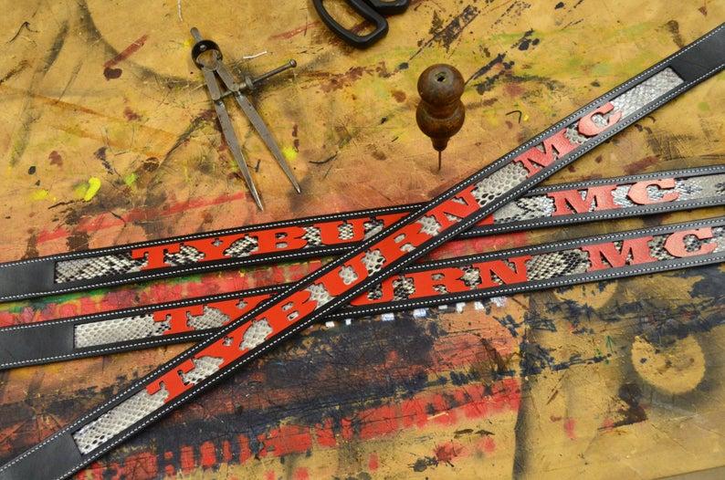 cinturón de cuero piel de serpiente personalizado