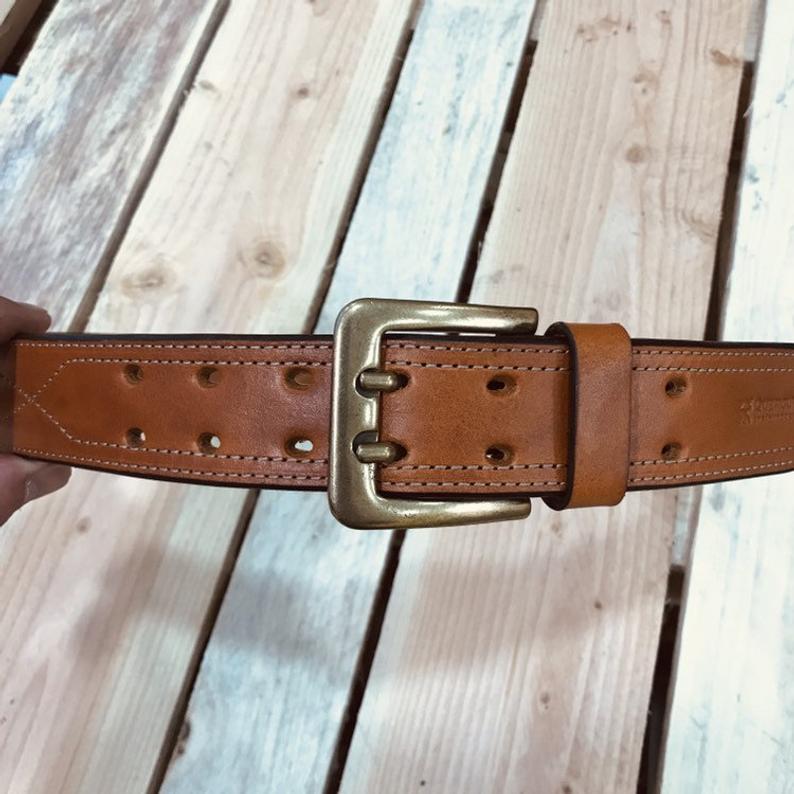 cinturón de cuero cosido español marrón miel detalle