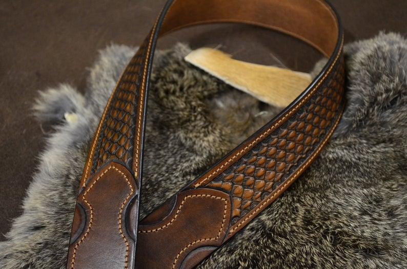 cinturón de cuero decorado hebilla latón macizo