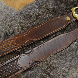 cinturón cuero decorado hebilla latón