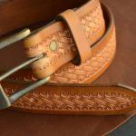 cinturón de cuero decorado patrón de cesta