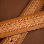 cinturón de cuero decorado patrón de cesta detalle