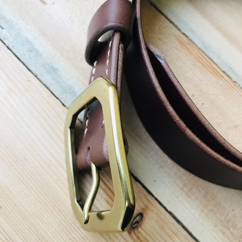 cinturón de cuero natural marrón hebilla