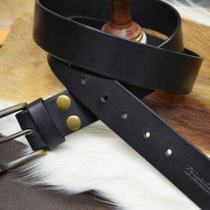 cinturón de piel hecho a mano negro