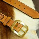 cinturón decorado hebilla latón macizo