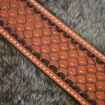 cinturón piel decorado detalle