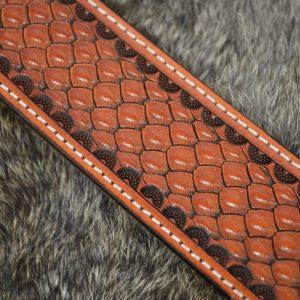 cinturón piel decorado patrón escama hebilla latón macizo