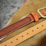 cinturón piel decorado escamas