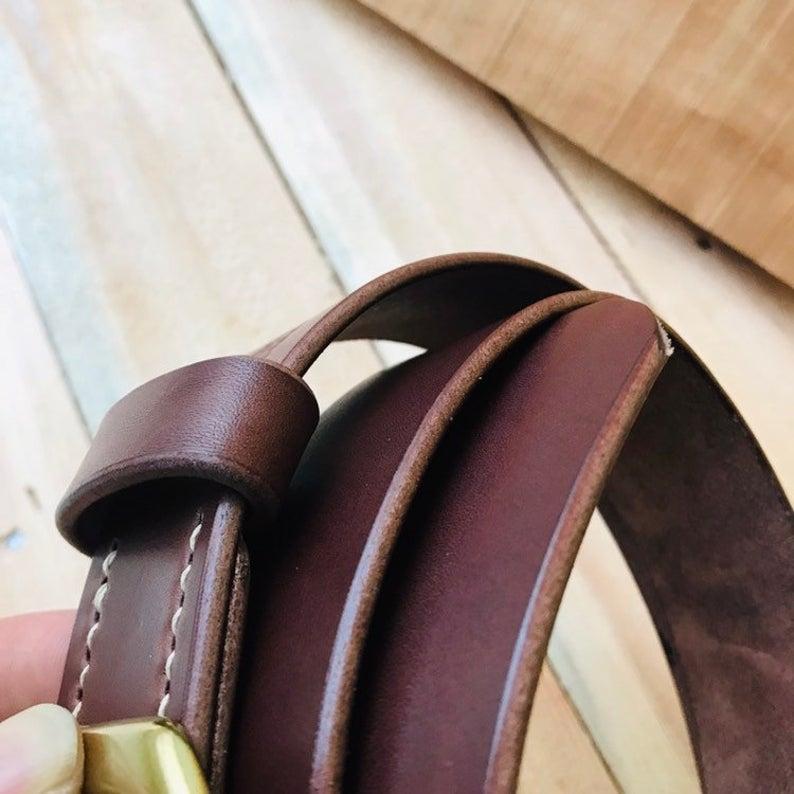 cinturón de cuero natural marrón cognac detalle