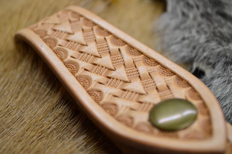 cuelgallaves de cuero artesanal