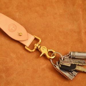 cuelga llaves cuero marrón natural