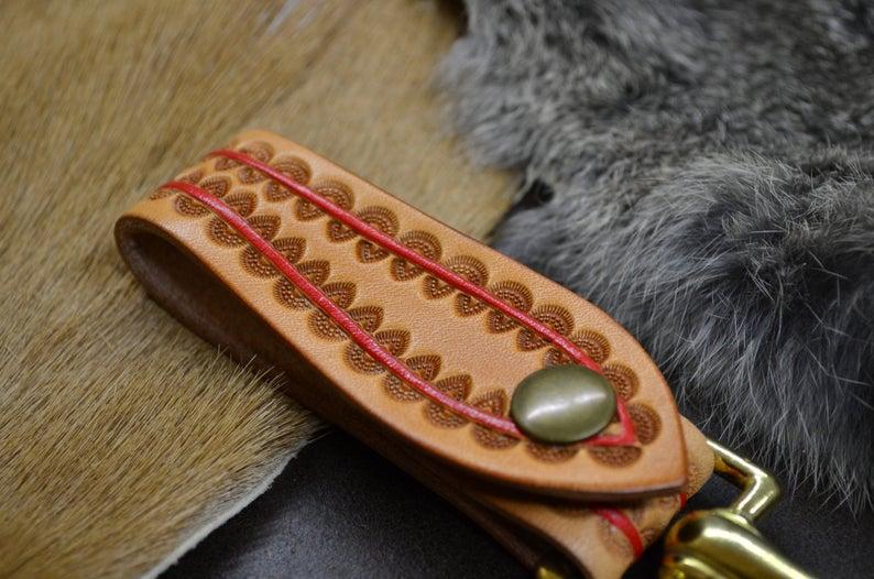 cuelgallaves hecho en cuero artesanal