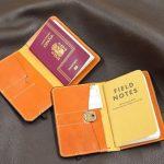 funda de pasaporte y fieldnotes