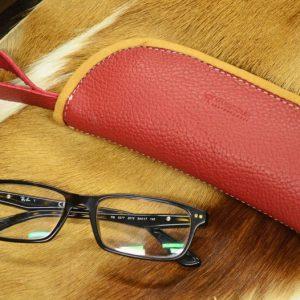funda de cuero rojo gafas