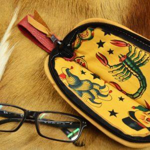 funda cuero rojo gafas interior