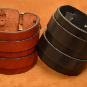 pulsera muñequera de cuero con hebillas