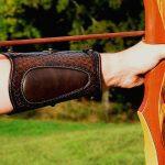 protector cuero para tiro con arco detalle