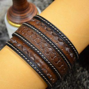 pulsera muñequera de cuero grabada
