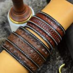 pulsera muñequera de cuero grabado